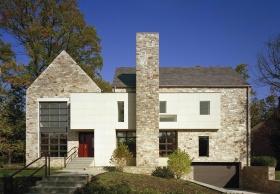 stenhus-fabrik-med-stenskorsten-front